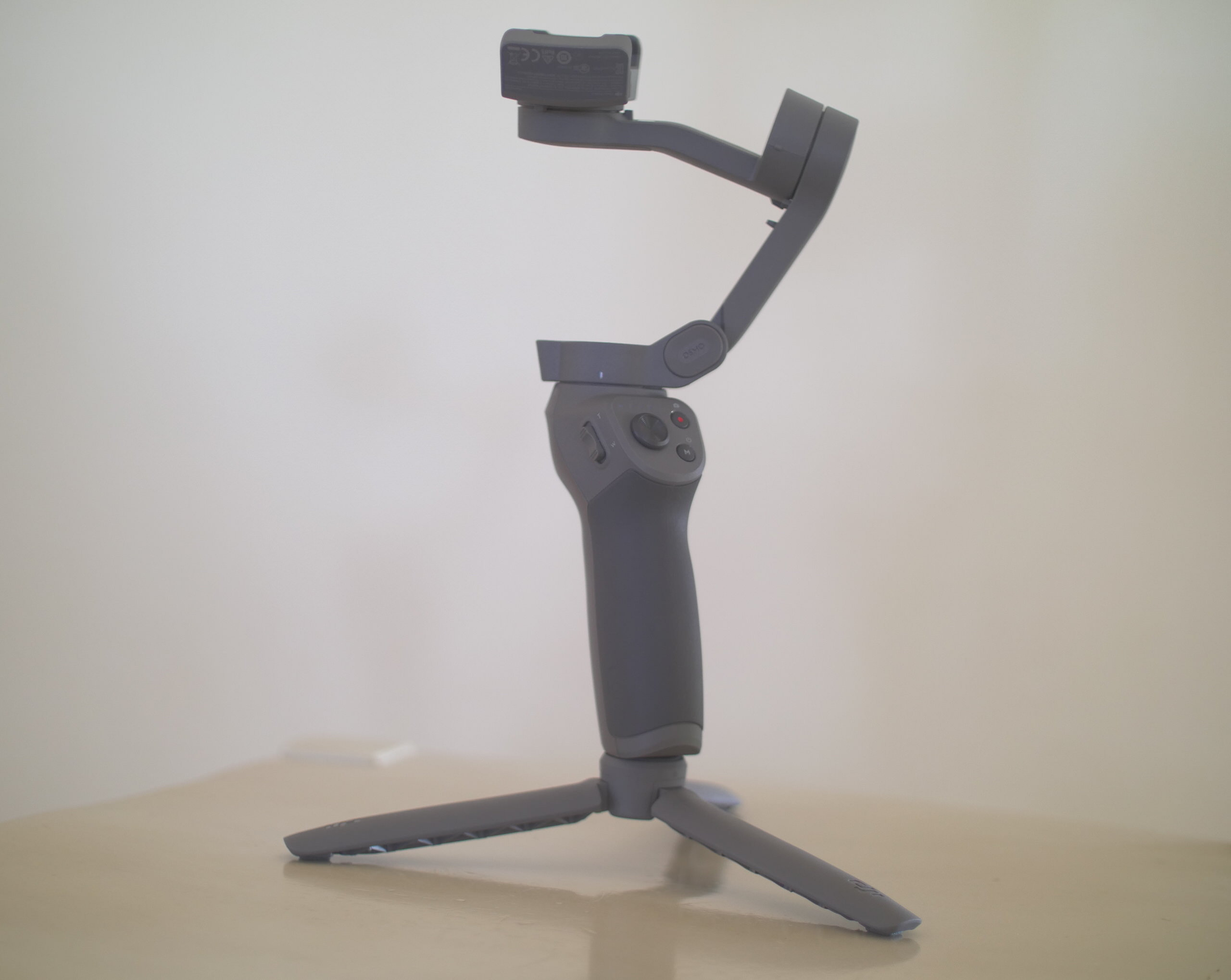 Các bộ phận của Tay cầm chống rung Gimbal DJI Osmo Mobile 3 Combo