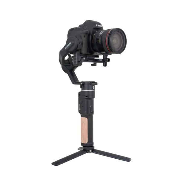 Gimbal Feiyu AK2000C có thể sử dụng với máy ảnh lên đến 2.2kg
