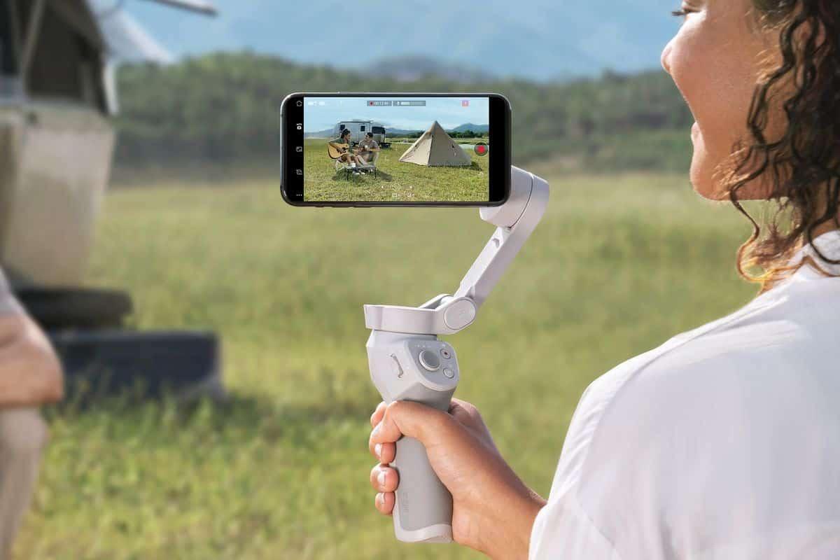 hoạt động của Gimbal DJI Osmo Mobile 4 trên tay người dùng