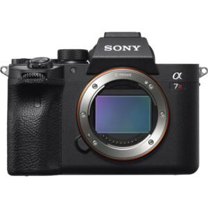 Sony Alpha Α7R IV tương tự thiết kế giống dòng A7 của Sony. Mua trực tiếp tại cửa hàng hoặc mua hàng trực tuyến để nhận được nhiều ưu đãi.