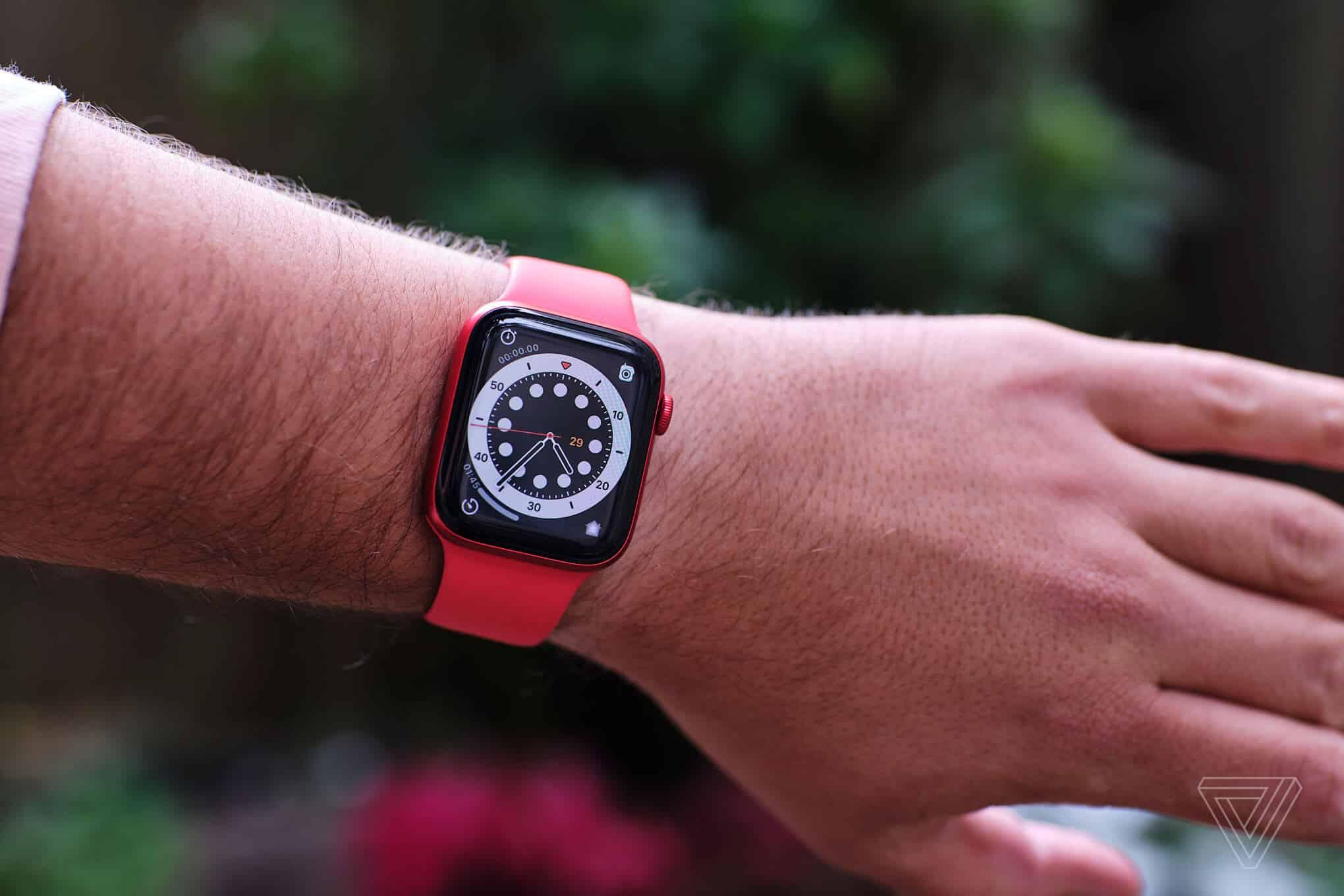 Đồng hồ Apple Watch Series 6 có kiểu dáng không thay đổi nhiều so với các thế hệ trước