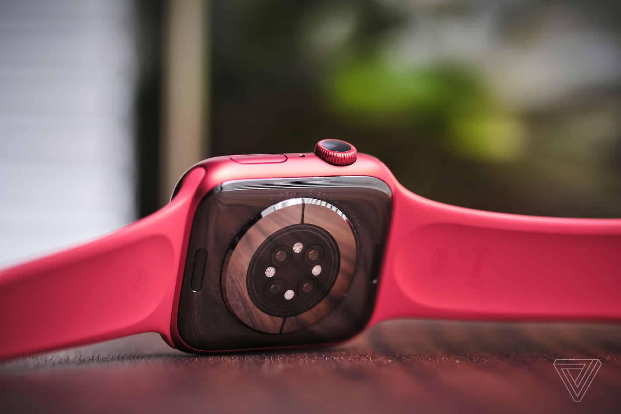 Đồng hồ Apple Watch Series 6 44mm (White) được trang bị chip Apple S6 mạnh mẽ