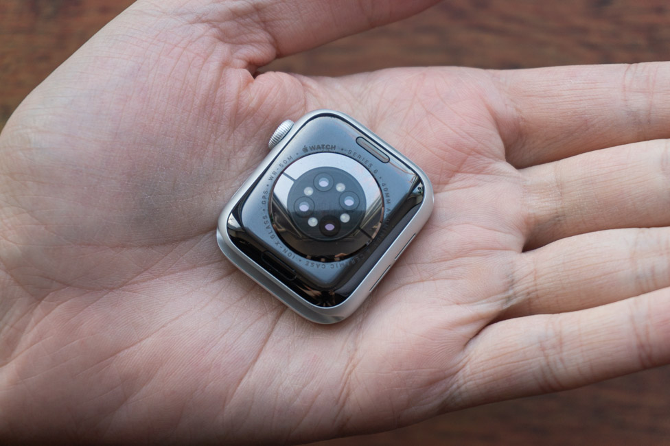 Đồng hồ Apple Watch Series 6 40mm (Red) được trang bị chip Apple S6 mạnh mẽ.