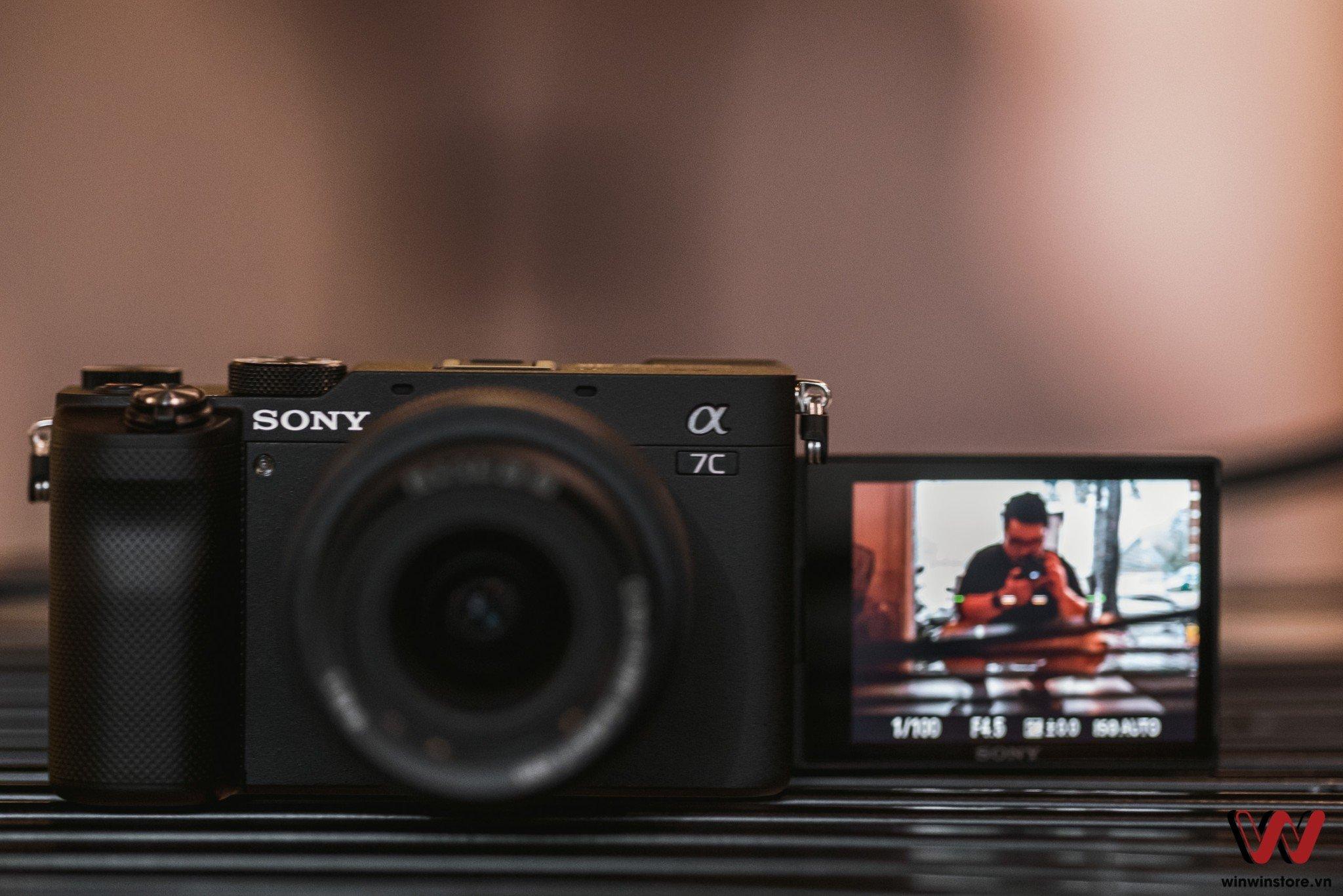 Máy ảnh Sony Alpha A7C (Silver) sở hữu màn hình lật xoay kiểu mới