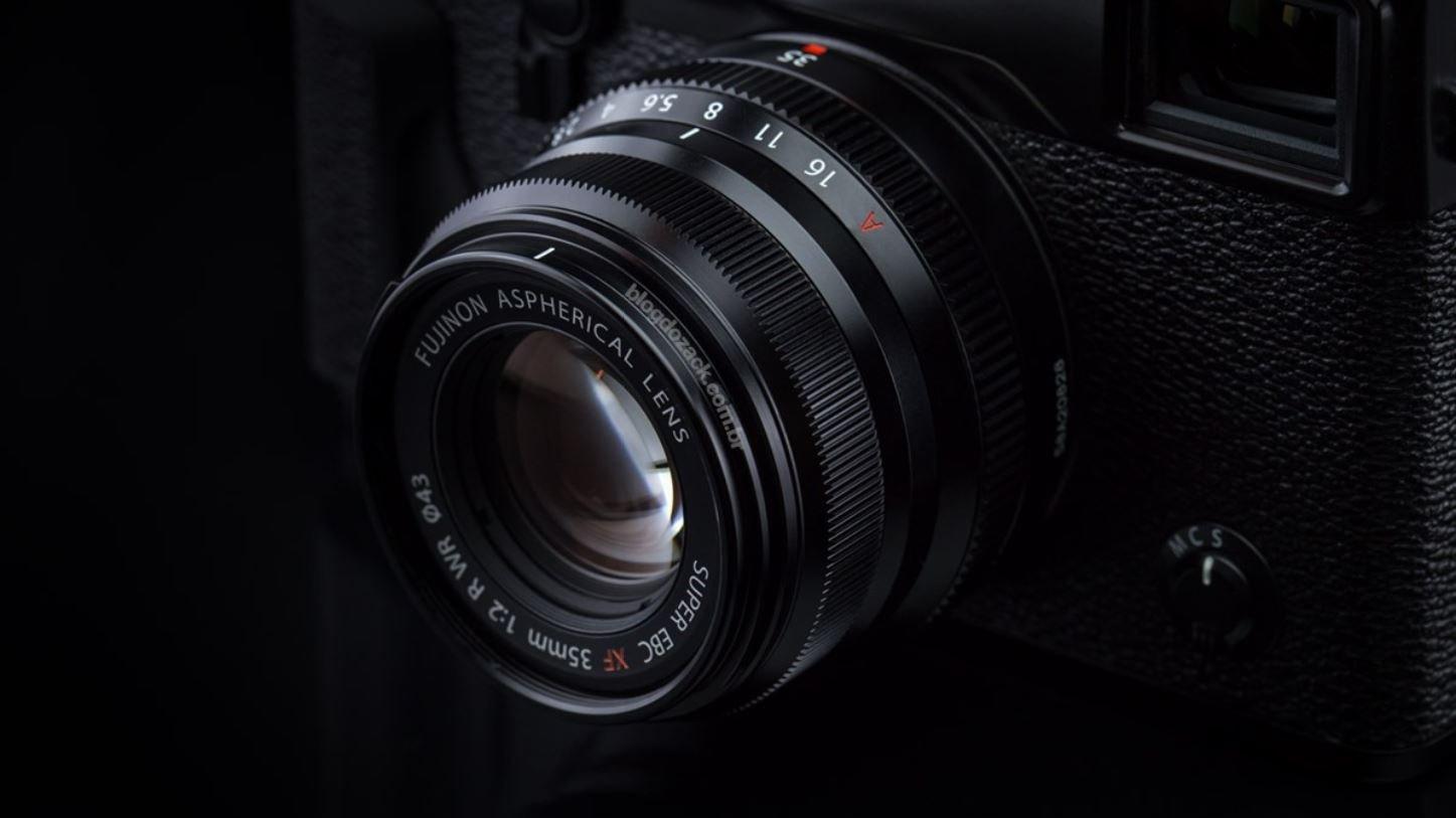 lens XF35mm khá gọn gàng và có khả năng chống chịu thời tiết tốt