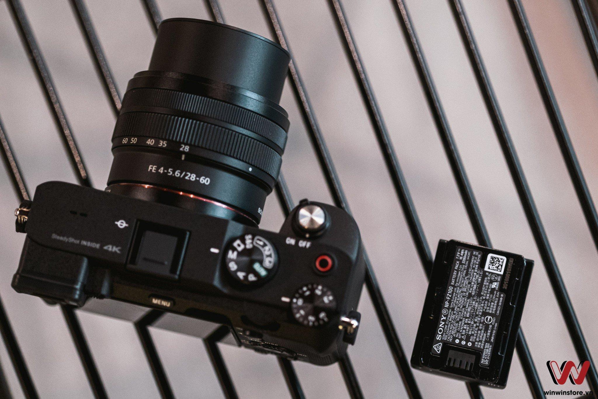 Máy ảnh Sony Alpha A7C và pin